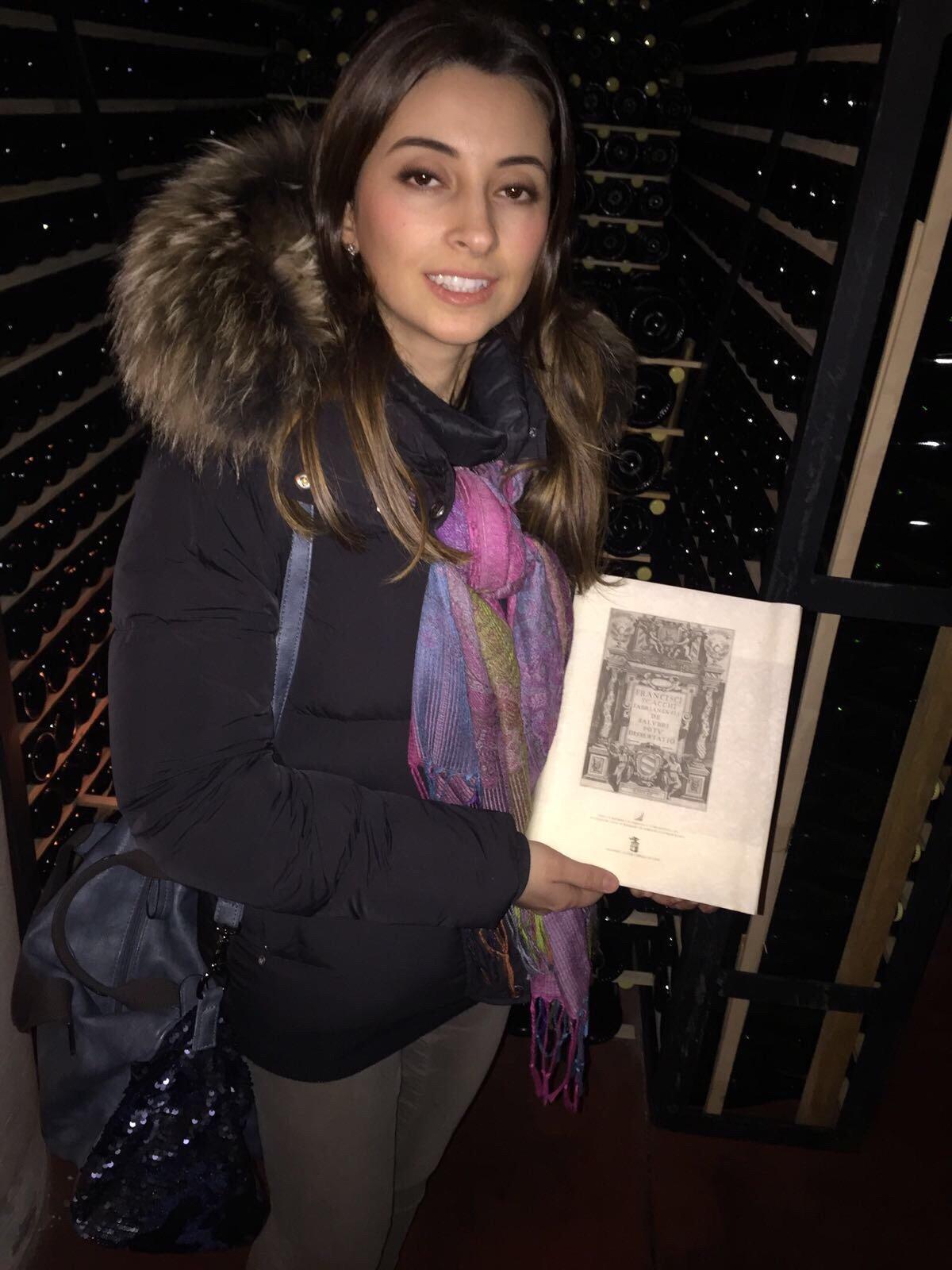 Michela e il libro Francesco Scacchi