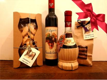 composizione regalo con vino cotto e visciola