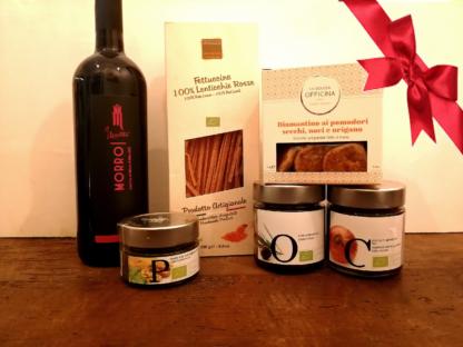 composizione regalo con prodotti tipici delle Marche