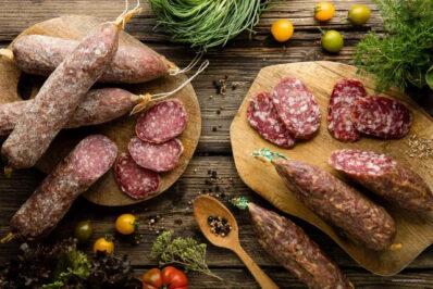 Salame fabbrianoe Soppressato in Tagliere